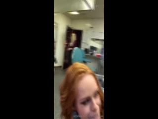 Американская девушка с большими сиськами трахается со своим парнем на работе