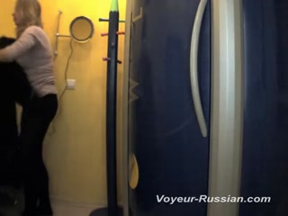 Русское порно видео с молодой девушкой и ее парнем на пляже у бассейна